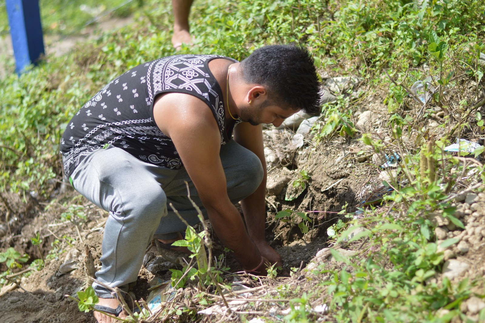Tree-Pantation-@-Mechi-Ganga-Bishramalaya-Rotary-Club-of-Kakarvitta-25