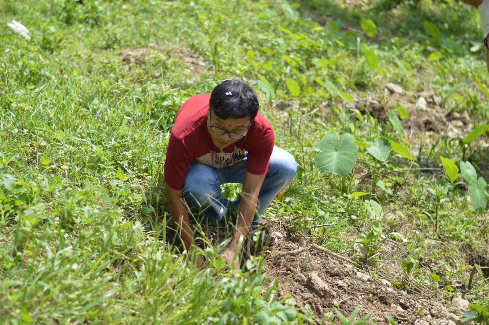 Tree-Pantation-@-Mechi-Ganga-Bishramalaya-Rotary-Club-of-Kakarvitta-28