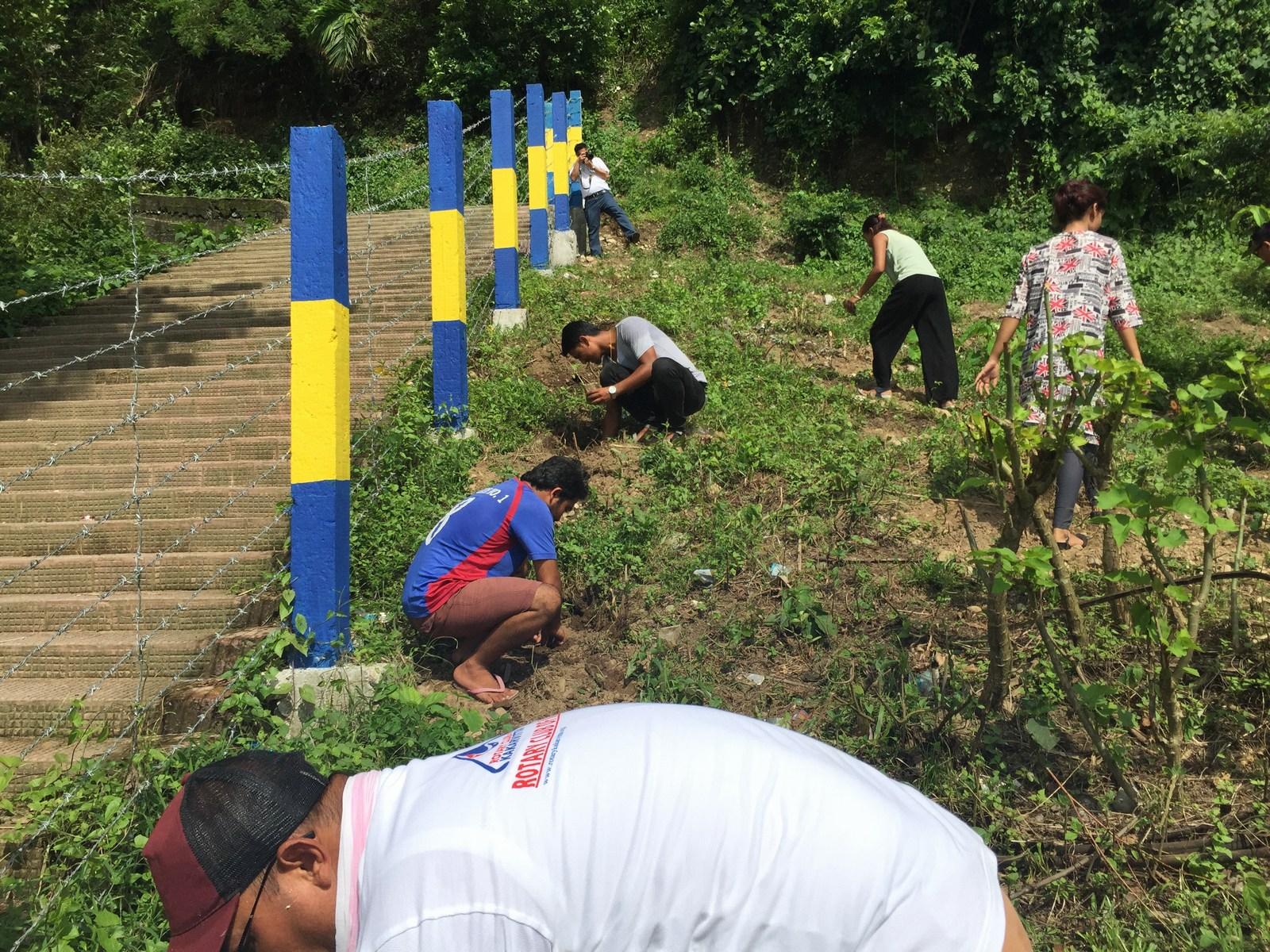 Tree-Pantation-@-Mechi-Ganga-Bishramalaya-Rotary-Club-of-Kakarvitta-45